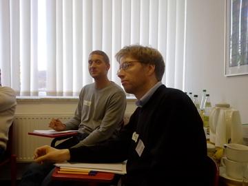 Zwei männliche Teilnehmer des Seminars