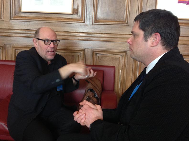 Dr. Ulrich Hase im Gespräch mit dem Ausschussmitglied Lovaszy.