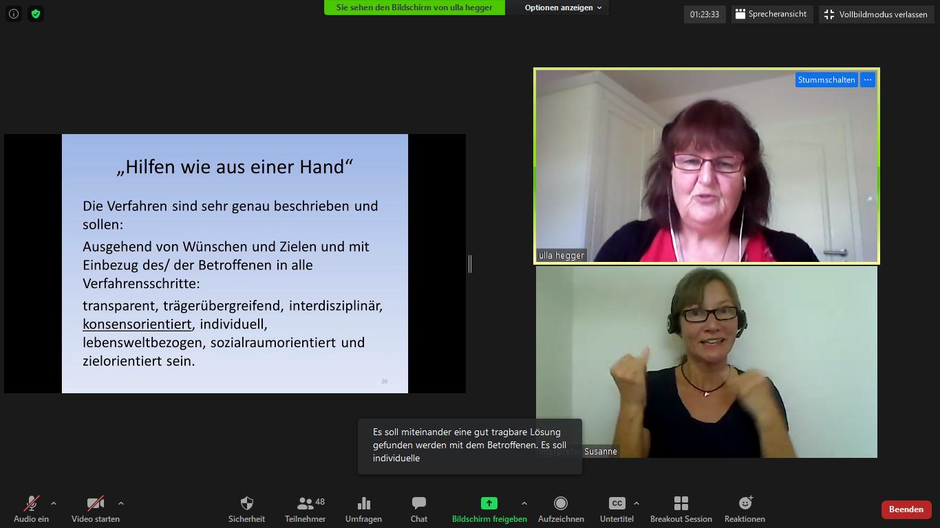 Screenshot des Seminars mit einer Präsentation und zwei Videos